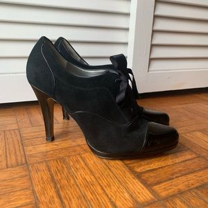 Tahari Black Leather Louise Heels